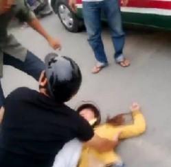 'Bằng Kiều bán đĩa, Ngọc Trinh bán lịch' gây xôn xao cộng đồng