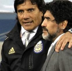Chiến hữu của Maradona hạ thấp Messi