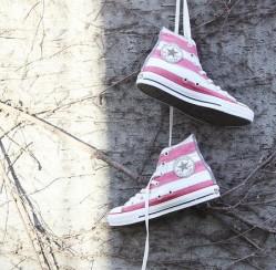 Diện đồ với giày Converse