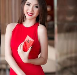 Ngọc Quyên diện váy đỏ rực, khoe da trắng ngần