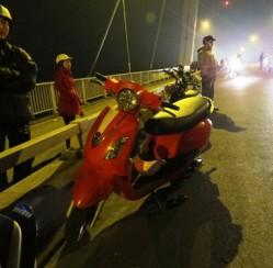 Người phụ nữ thoát chết khi nhảy cầu cao 50 mét