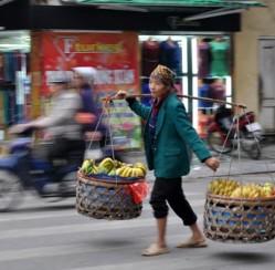 Những cách kiếm tiền lạ ở Hà Nội