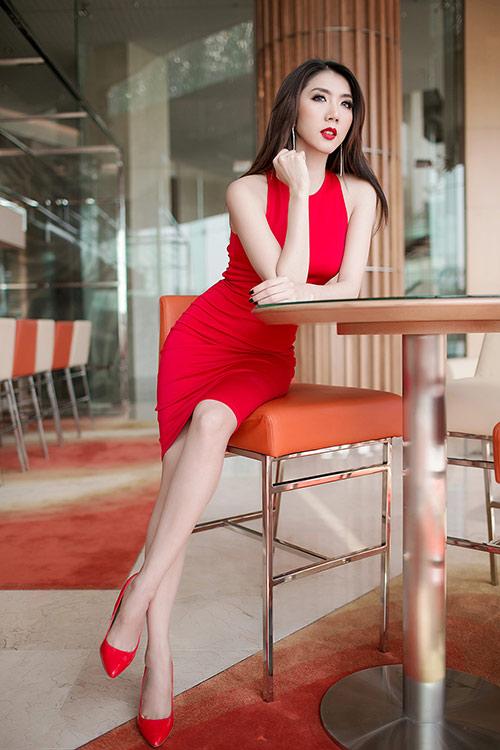 Ngọc Quyên diện váy đỏ rực, khoe da trắng ngần - 9
