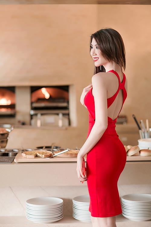 Ngọc Quyên diện váy đỏ rực, khoe da trắng ngần - 3