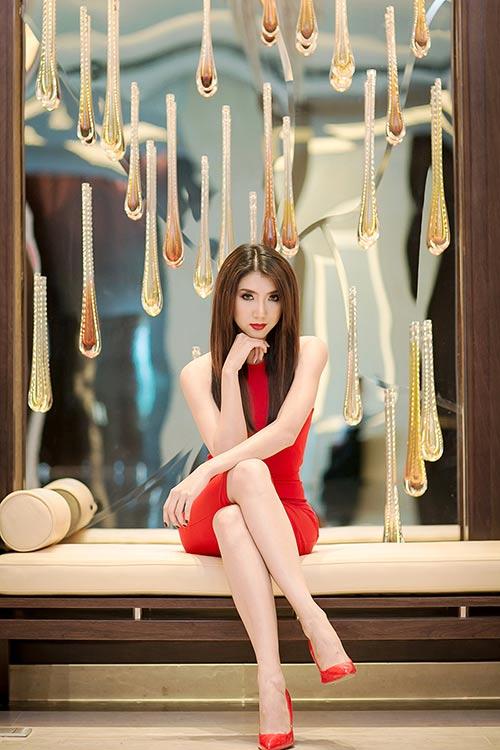 Ngọc Quyên diện váy đỏ rực, khoe da trắng ngần - 11