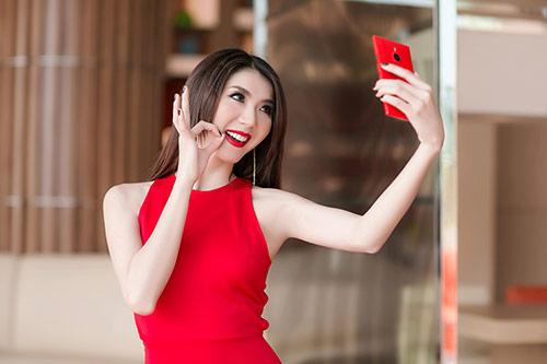 Ngọc Quyên diện váy đỏ rực, khoe da trắng ngần - 6