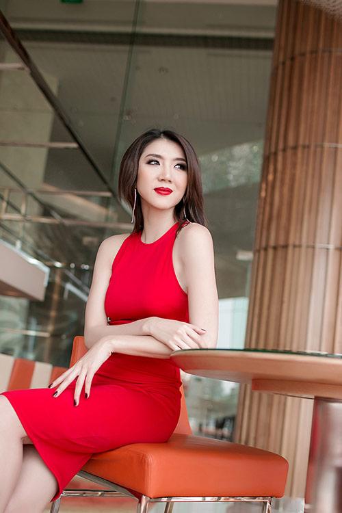 Ngọc Quyên diện váy đỏ rực, khoe da trắng ngần - 8