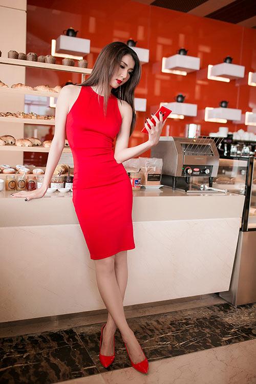 Ngọc Quyên diện váy đỏ rực, khoe da trắng ngần - 5